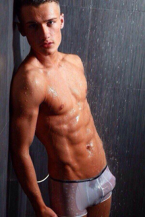 mec gay sous la douche bogoss gay